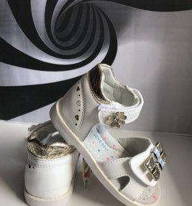 Новые детские сандалии ( босоножки )