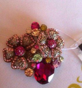 Новая брошь с кристаллами Swarovski , фирменная