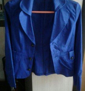 Пиджаки и платье по 200 р