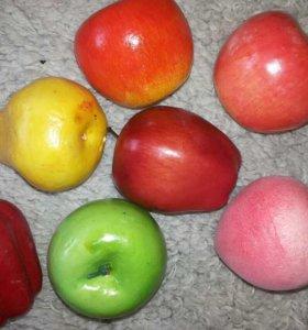 Яблоки искусственные разных цветов персик перец
