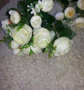 Букетик из белых роз.Цветы искусственные