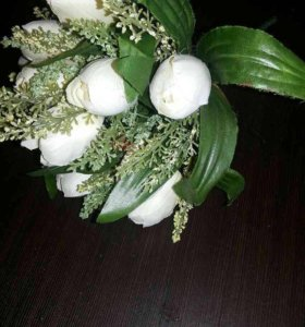 Букетик из белых бутонов роз. Цветы искусственные