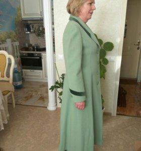 Женское модное пальто.