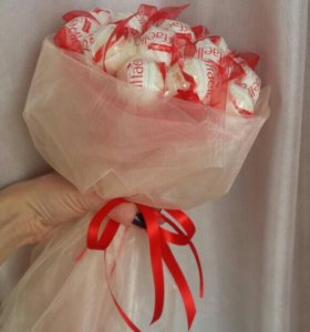 Букеты из конфет рафаэлло и др