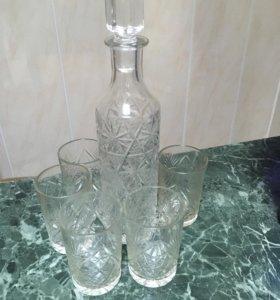 Хрустальный графин со стаканами