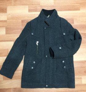 Пальто демисезонное для мальчика.
