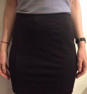 Черная обтягивающая юбочка
