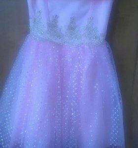 Красивое платье б/у в хорошем состоянии