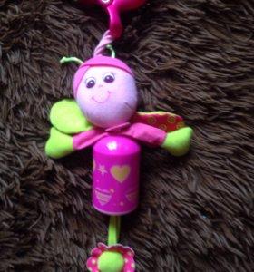 Приятная погремушечка-игрушечка на коляску