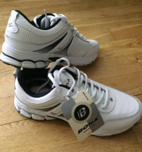 Кроссовки Bona новые