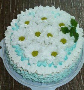 Торт с живыми цветами. Очень вкусно и оригинально.