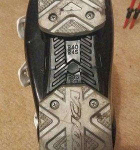 Горнолыжные ботинки размер 38 . Состояние хорошее