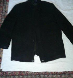 Продаётся демисезонное мужское пальто цвет чёрный
