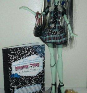 Базовая кукла Monster High Френки Штейн ❤