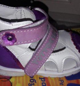 Детские ботиночки р-р 19