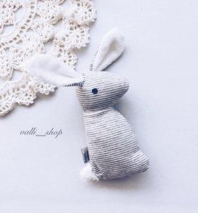 Зайчик-погремушка