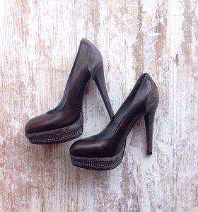Новые туфли на каблуке