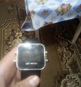 Электронные часы.