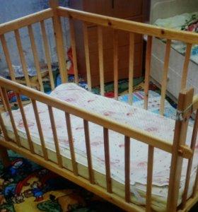 Кроватка с матрацем