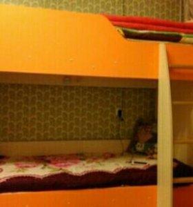 Двухъярусная кровать в детскую комнату