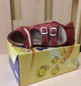 Кожаные сандалии 28 размер