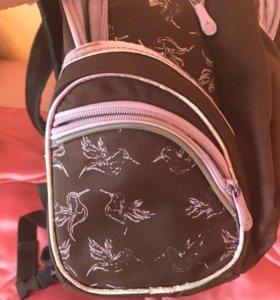 Рюкзак для девочки в отличном состоянии