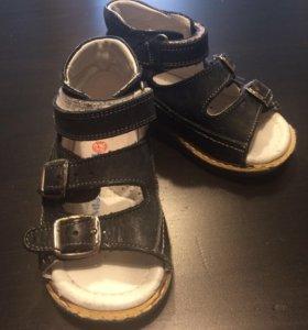 Детские сандали фирма Happy Steps
