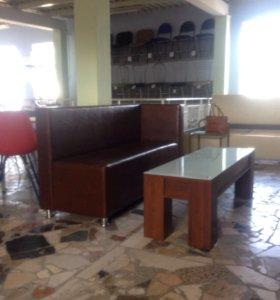 Диван и столик