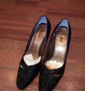 Блестящие черные туфли новые