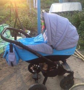 Детская коляска и ещё кое-что для малыша