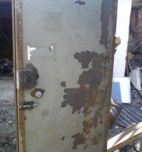 Двери металлические с клапаном и утеплитель.