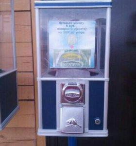 Автоматы по продаже бахил, жевательной резинки.
