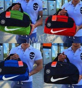 В наличии сумочки