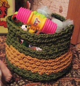 Вязаная корзинка для игрушек