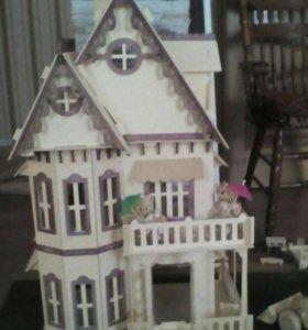 Кукольный домик с мебелью.