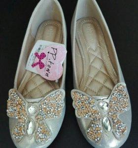 Новые нарядные туфли 35 размер