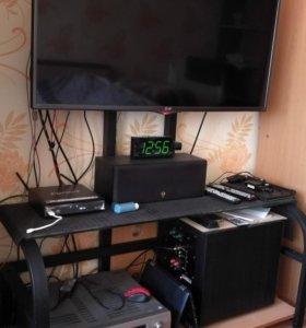 Тумба-стойка под TV с кронштейном