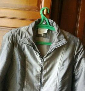 Демисезонная куртка, размер 44-46.