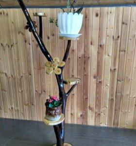Деревянная подставка для цветов.
