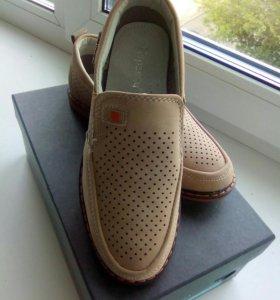 Продам новые детские туфли для мальчика