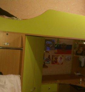 Кровать детская со столом и шкафом.