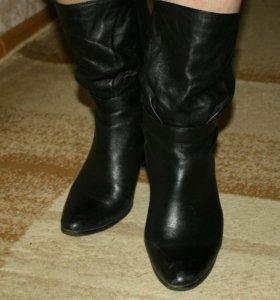 Осенние кожаные сапоги на каблуке