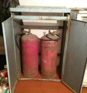 Газовые баллоны в шкафу