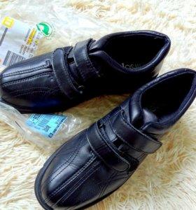 Новые кожаные ботинки 40 размер