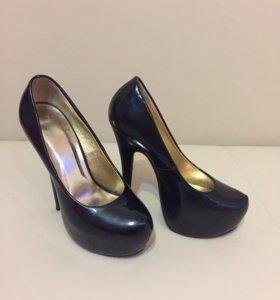 Туфли лаковые на высоком каблуке (15 см)