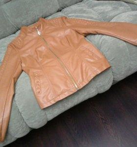 Женская куртка ( размер М )