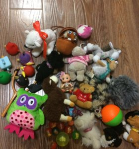 Набор разных игрушек