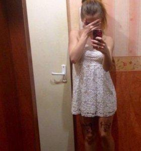 Платье белое кружевное Bershka