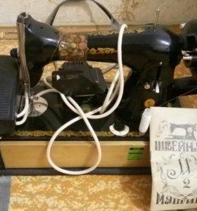 Швейная машина с ручным и электроприводом