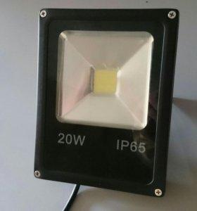 Светодидный прожектор 20w